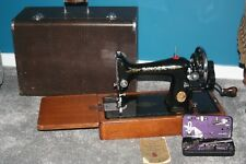 1939 Singer sewing machine - No 99 - with extas ( crinkle tin )