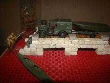 DODGE 4X4 ET REMORQUE BATEAU sur pont de pierre Métal Diorama Militaire