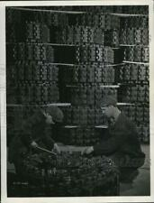 1942 Press Photo Ram tank treads made of rubber for war use