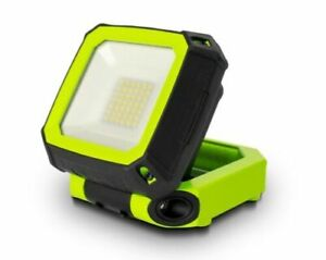 Luceco 750 Lumen LED Compact USB Rechargeable Magnetic Worklight IP54 Waterproof