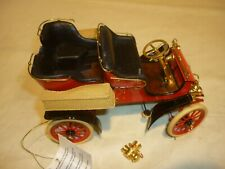 A Franklin mint scale model car of a 1903 Ford model A, tonneau.