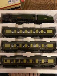 Hornby R3400 Golden Arrow Last Steam Run Train Pack - Limited Edition