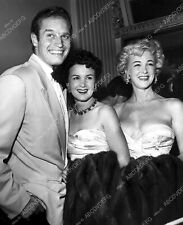8b20-7028 candid Charlton Heston out with friends 8b20-7028