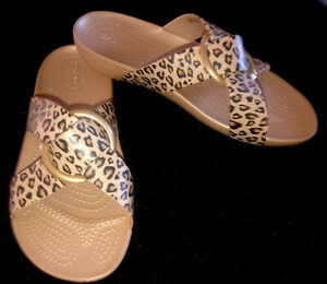 "CROCS Iconic Comfort-NWOB-Size 8W-Animal Print-Gold Circle Detail-2""Wedge Slides"