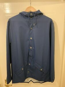 RAINS SHORT HOODED WATERPROOF TRUE BLUE JACKET NEW WITHOUT TAGS XS/S