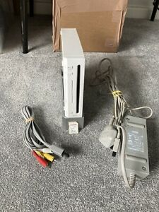 Nintendo Wii White Console & 2GB Sandisk SD Card Only No Sensor/Contoller Tested