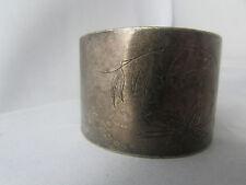 ancien rond de serviette en metal argenté poincon  medaillon