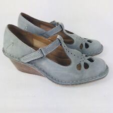 Women's Clarks Artisan Nubuck T-bar Cut Out Details Mid Wedge Shoes Size UK 3 D