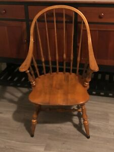 ETHAN ALLEN CIRCA 1776 SOLID MAPLE WINDSOR BOWBACK DINING ARM CHAIR