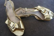 Leona Edmiston: Gold Strappy Heeled Leather Buckle Shoes In Size 39 / 8.5