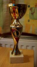 Trophäe, Pokal - Größe: 24 x 8 x 8 cm - Farbe: Gold/Rot