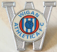 Wigan Athletic FC Vintage 1970s 80s Inserto Tipo Insignia Broche Pin 39 Mm x 36 mm