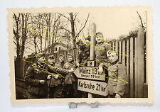 Foto - Soldat - Uniform - Orden - VWA - Schild Wegweiser Karlsruhe 2. Weltkrieg