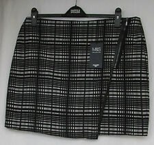 LADIES MARKS AND SPENCER BLACK AND WHITE CHECK MINI SKIRT SIZE 16