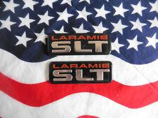 2 US DODGE LARAMIE SLT EMBLEM Chrysler SCHRIFTZUG Auto Car Deko Logo Modell USA