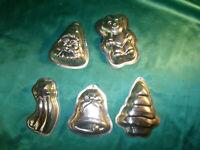 Konvolut 5 Backformen Weihnachten Glocke Schweifstern Weihnachtsmann Bär Tanne