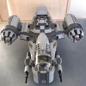 1023Pcs The Mandalorian Razor Crest Building Blocks Bricks Gift Minifigure Toys