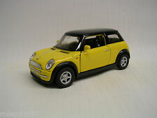 2001 Mini Cooper Hatchback 1:34 Die Cast Welly 49766 Yellow