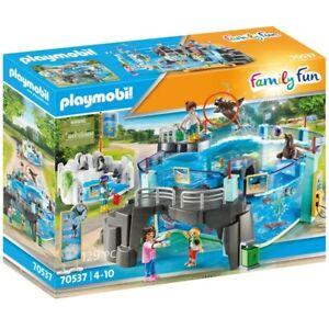 Playmobil 70537 Family Fun Day at the Aquarium & Penguin Enclosure Set