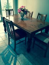 DINING/KITCHEN SOLID OAK TABLE + 6 CHAIRS PADDED SEATS