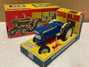 1/32 scale Britains 1960's 9527 Ford 5000 super major tractor tracteur boxed