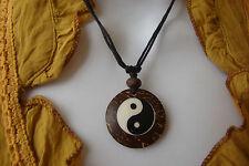 Collier ethnique surf pendentif Yin Yang zen médaillon en bois de cocotier