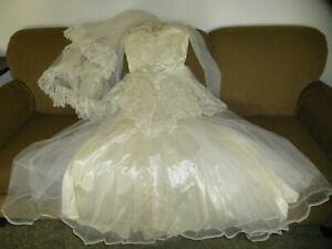 Vintage White Wedding Dress Veil Lace Satin Tulle Probably Size 10 Used