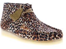 CLARKS Men's Wallabee Boot Chukka - Brown Animal Print
