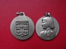 N°12 insigne religieux médaille religieuse Sainte Jeanne d'Arc Blason de Chinon