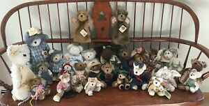 Lot Of 29 Boyd's Bears - Bears Bunnies Cat Moose Hand Puppets Music Box 3 Stands