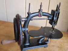 Circa 1875 : UNIVERSAL HAND CRANK SEWING MACHINE:  AMERICAN ANTIQUE !