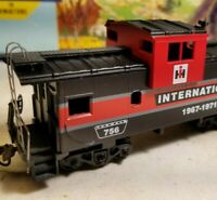HO Athearn International  Harvester caboose car, for train set Case IH