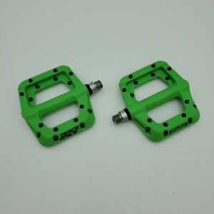 """Chester Race Face Green Composite Platform Pedals 9/16"""" Pair Flat Bicycle Pedal"""