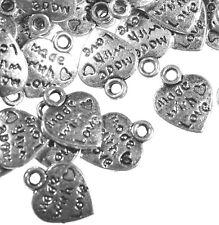 30 Metal Plateado Plata Hecho Con Amor corazón encantos colgante 12mm Craft