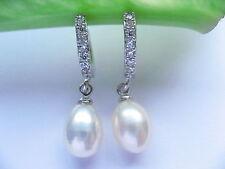 Pendientes de joyería con perlas blancas
