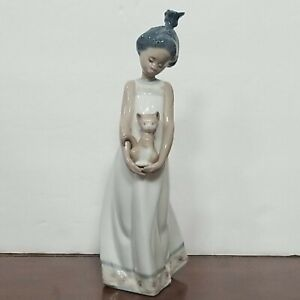 """LLADRO 5603 """"Close To My Heart"""" Girl With Cat, Black Legacy Porcelain Figurine"""