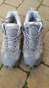 Salomon unisex walking/hiking shoes/trainers size 8. Hardly worn.
