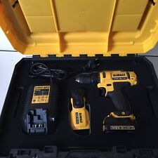 DEWALT  perceuse 10.8 XR LI-ION +Lampe Led