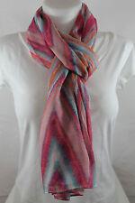 Echarpe, chèche, foulard, étole, roses avec dessins géométriques