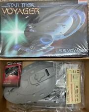 Monogram Star Trek Voyager USS Voyager 1995 Model Kit # 3604