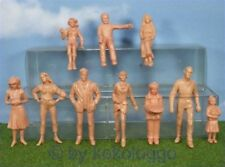F30 - LGB > G Scale > 20 Piece Figurines Standing + sitting Unpainted