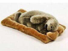Neuware Seehund Robbe  schlafend mit Atem-Bewegung 28cm lang auf Kissen