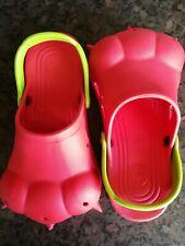 Monstruo rojo y verde proyecto de Alice pies Zapatos Con Squeaker Talla M UK 4-6