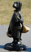 Sculpture en bronze, séries sur les animaux sonneurs de cors de chasse: le Chien