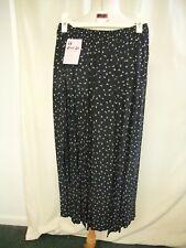 """Ladies Skirt Pierre Cardin XS pull-on, waist 24"""", length 34"""", black pleated 0893"""