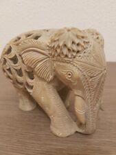 Éléphant sculpté à la main avec bébés visiblent à l'intérieur - pierre de 1180 g