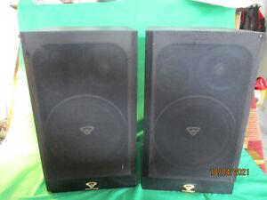 Zwei Cerwin Vega Lautsprecher