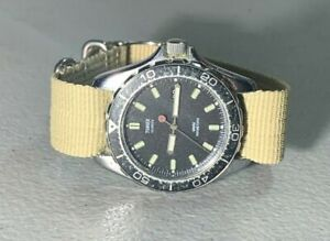 VINTAGE MENS TIMEX RED DOT DIVER STYLE   ANALOG QUARTZ WATCH