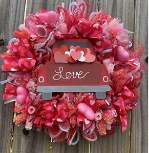 🤍❤️  Valentine's Day Wreath❤️🤍 Mesh Wreath Holiday Decor  (Red, Pink,& White)