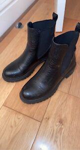 Missguided Black Croc Chelsea Boots. Zara River Island Linzi Simmi